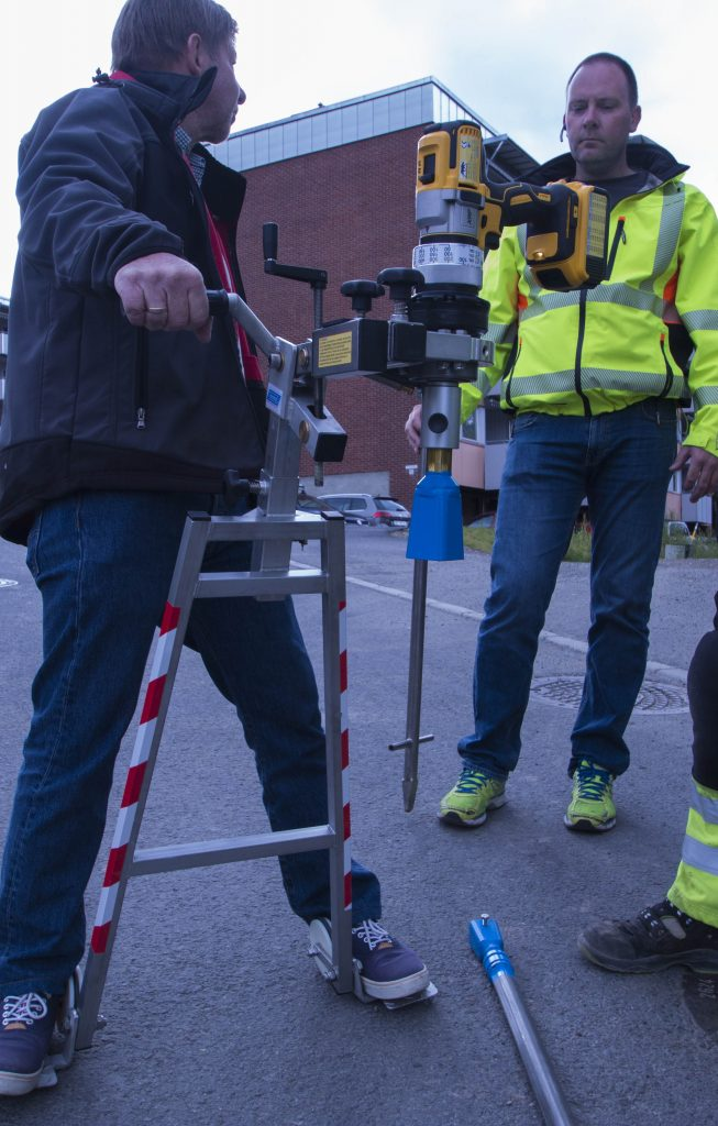 Håndholdt ventilrobot med fotstøtte
